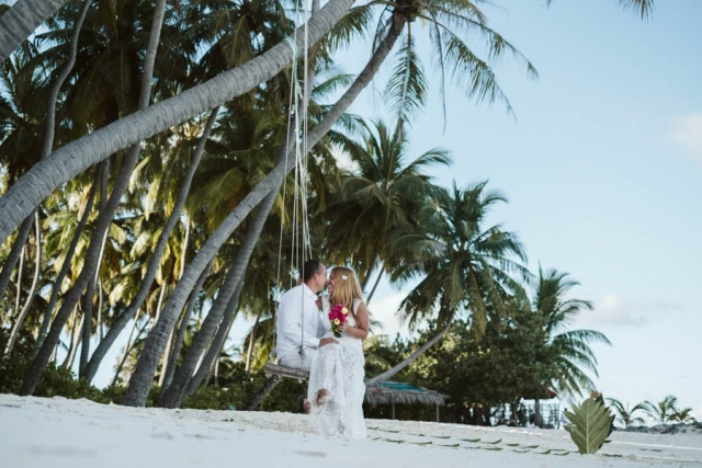 beach elopement maldives