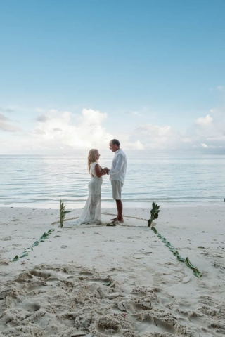 eloping in maldives wedding
